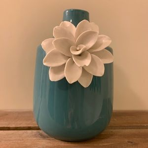 Threshold ceramic flower vase